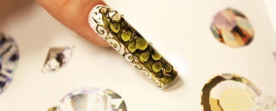 reptil dizajn na noktima