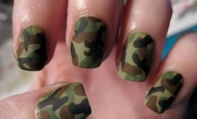 militari crtanje po noktima