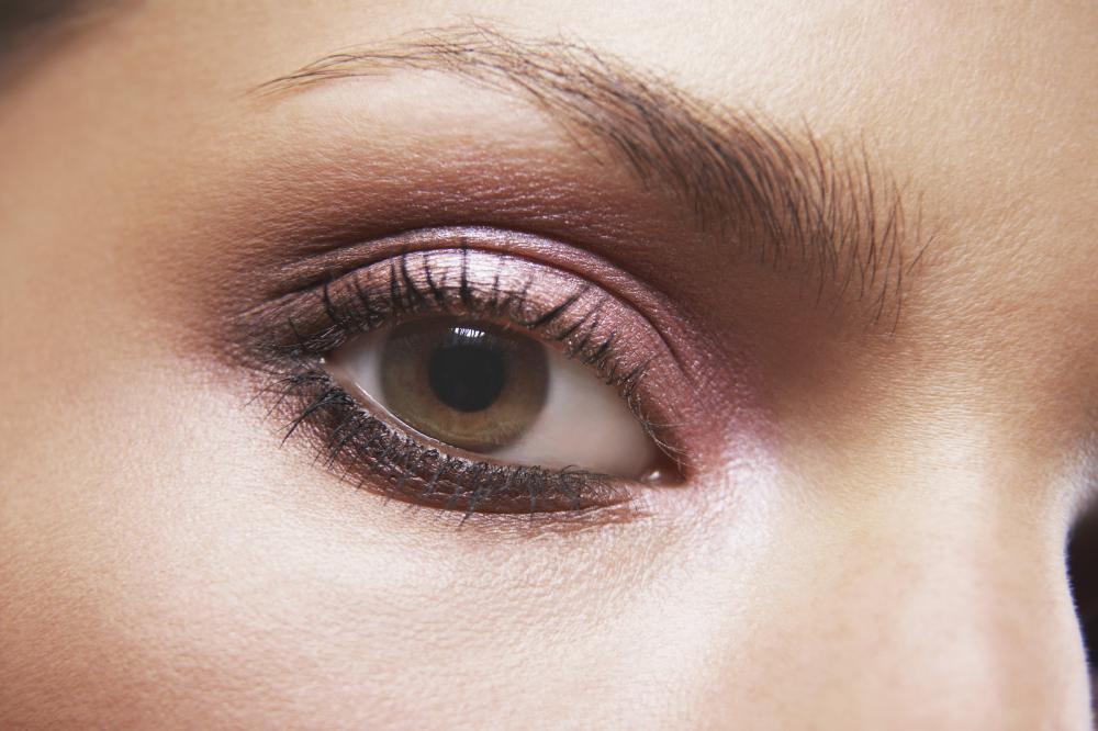 naglasite oči uz pomoć senke