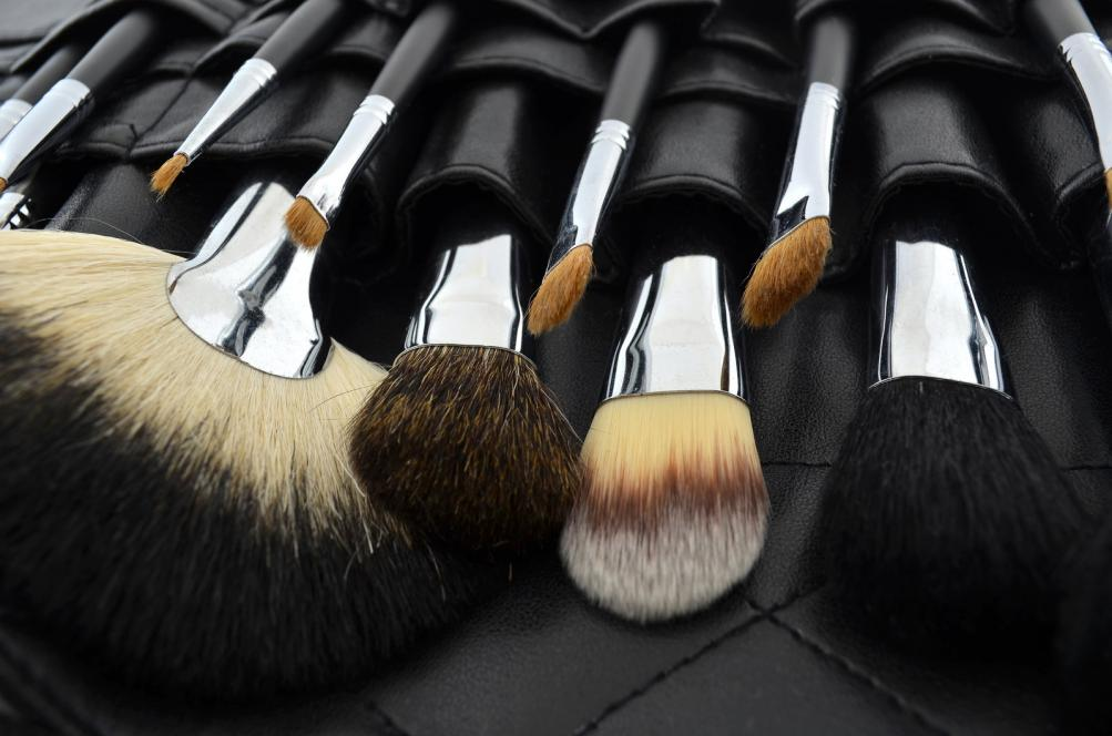 professional-makeup-case-with-brushes.jpg