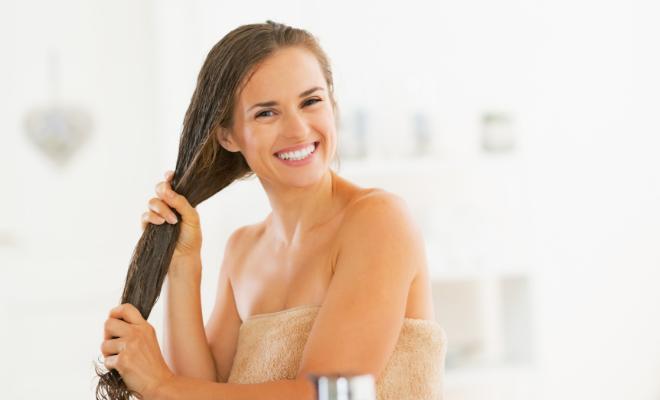 nanošenje maske za kosu