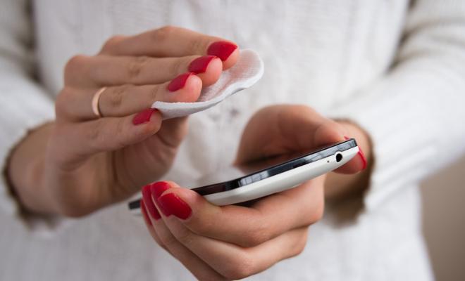 čišćenje telefona i bubuljice