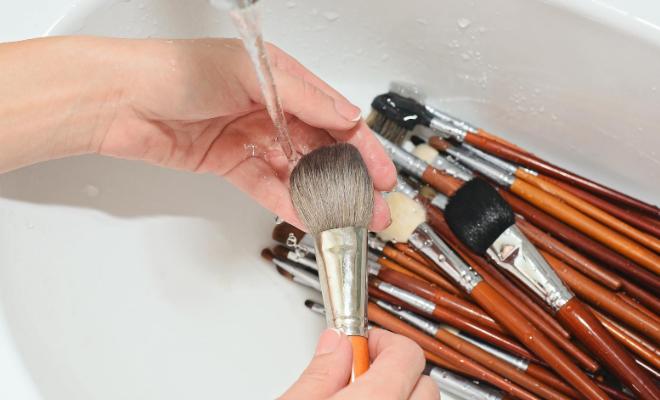 pranje četkica za šminkanje
