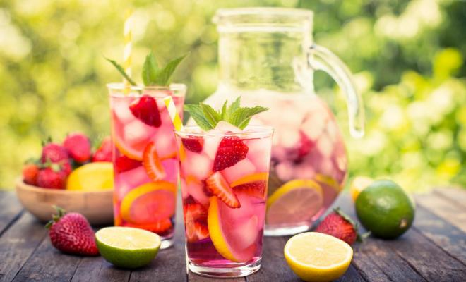 pink limunada sa jagodom