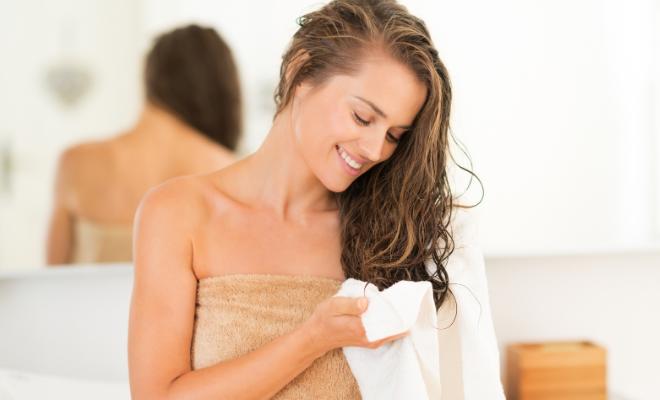 sušenje kose peškirom